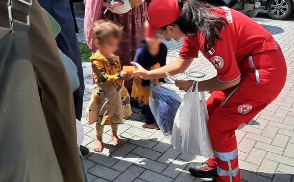 castanoprimo legnano profughi crocerossa bambini aghanistan cri