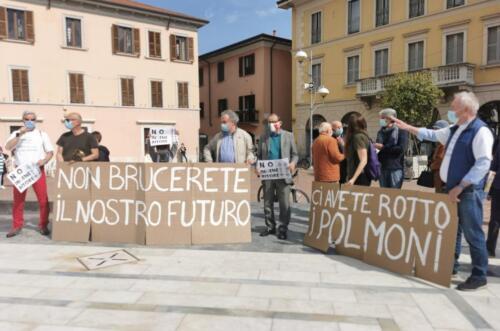 """No inceneritore"" in piazza a Busto"