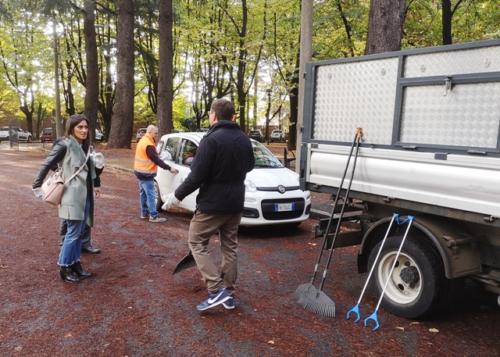 Clara pulisce i parchi di Gallarate