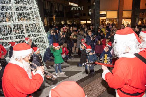giogara379684-accensione Albero Natale