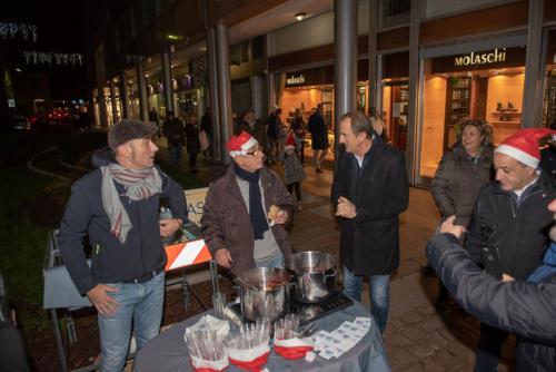 giogara379692-accensione Albero Natale