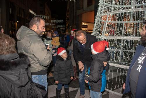 giogara379697-accensione Albero Natale