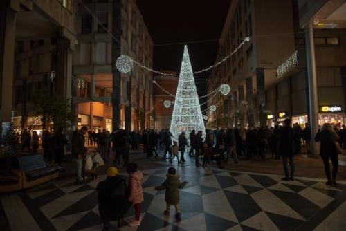 giogara379718-accensione Albero Natale